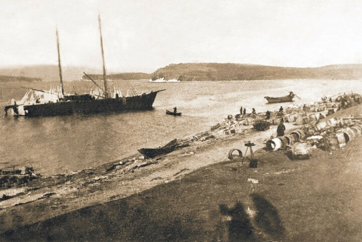 """1901 год. Пароход """"Яков"""" ведёт караван судов с севера Бaйкaла"""